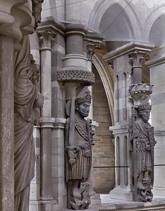 Magdeburg, Dom. Hl. Mauritius und hl. Innocentius im Chor, links Petrus