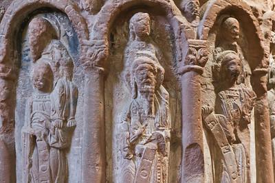 Merseburg, Dom, Vorhalle, Taufstein, Apostel auf den Schultern von Propheten (um 1180)