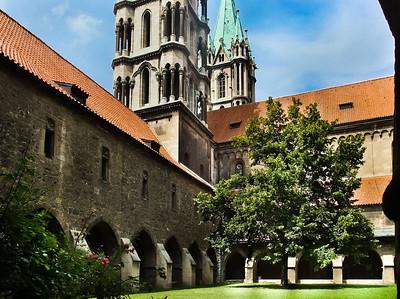 Naumburg, Dom: Westteil des Doms vom Kreuzgang