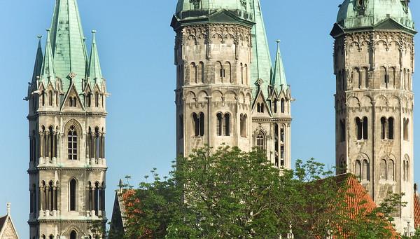 Türme des Naumburger Doms von Osten am Morgen