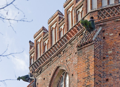 Stendal, Marienkirche, Chordetail, Zinnen mit Wasserspeiern