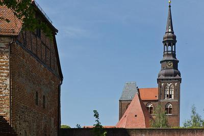 Tangermünde, Stephanskirche, Blick auf Westturmanlage von Burggelände