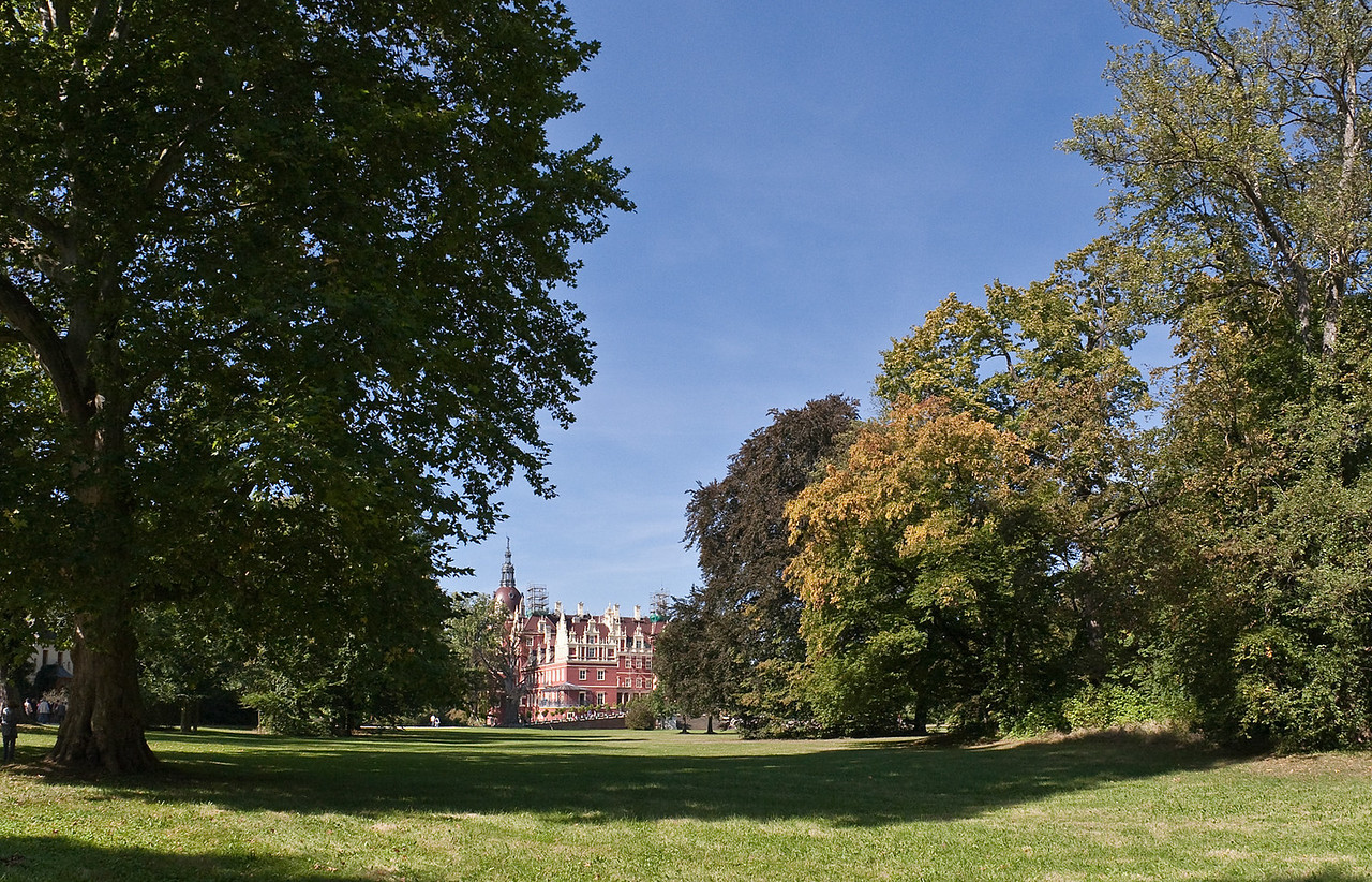Muskau, Unterpark, Schlosswiese und neues Schloss