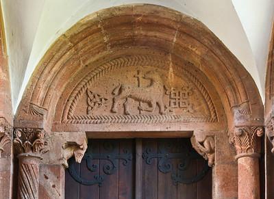 Wechselburg, ehem. Augustinerchorherrenstift. Doppelportal: Lamm Gottes (Ende 12. Jhdt.)