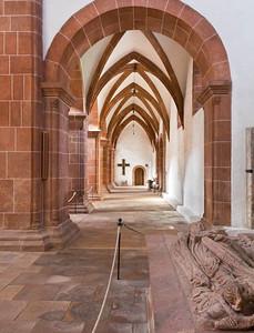 Wechselburg, ehem. Augustinerchorherrenstift. Blick vom Stiftergrabmal in nördl. Seitenschiff