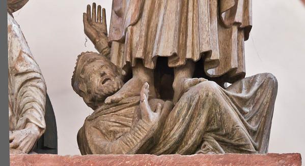 Wechselburg, ehem. Augustinerchorherrenstift. Kreuzigungsgruppe, besiegter König unter Johannes
