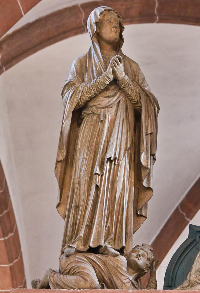 Wechselburg, ehem. Augustinerchorherrenstift. Kreuzigungsgruppe, Maria