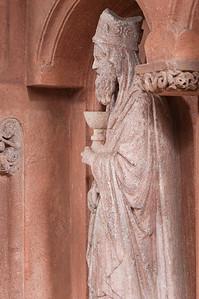 Wechselburg, ehem. Augustinerchorherrenstift. Lettner: Melchisedek (1.Dr. 13. Jhdt)