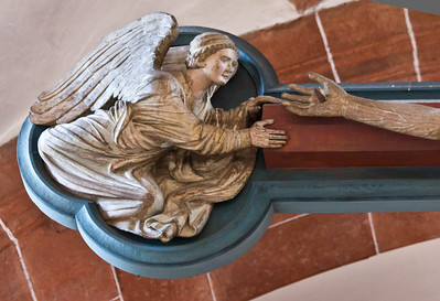 Wechselburg, ehem. Augustinerchorherrenstift. Kreuzigungsgruppe, linker Engel