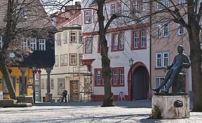 Arnstadt, Markt mit Denkmal des jungen J. S. Bach