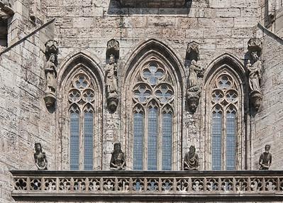 Mühlhausen, Marienkirche, Königsgalerie mit Kaiser Karl IV., Gemahlin und Gefolge, darüber, Anbetung der Heiligen drei Könige, 2. Hälfte 14. Jhdt.