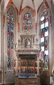 Mühlhausen, Blasiuskirche, Altar und Fenster im Chor