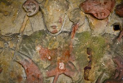 Paulinzella: Detail Grabplatten im nördlichen Seitenschiff