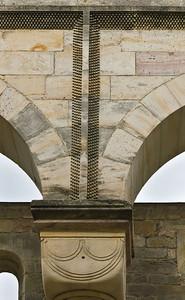 Paulinzella: Details der Wand des nördlichen Seitenschiffs
