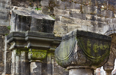 Thalbürgel, ehem. Klosterkirche. Westl. Vorhalle: Kapitelle Richtung Westen