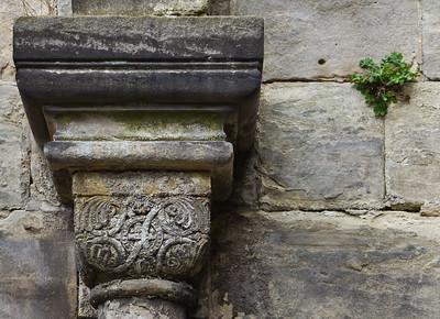 Thalbürgel, ehem. Klosterkirche. Westl. Vorhalle: Kapitell an Nordwand