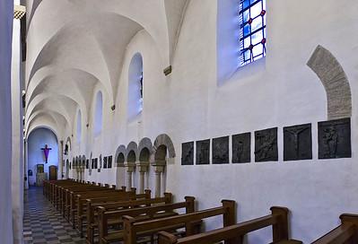 Freckenhorst, ehem. Stiftskirche, nördl. Seitenschiff mit Blick auf Taufstein