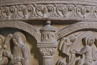 Freckenhorst, ehem. Stiftskirche, Taufstein (1129), Detail Arkaden