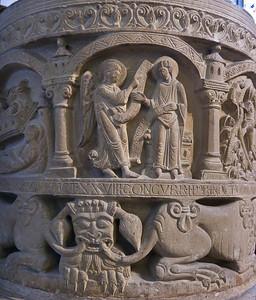 Freckenhorst, ehem. Stiftskirche, Taufstein (1129), Verkündigung