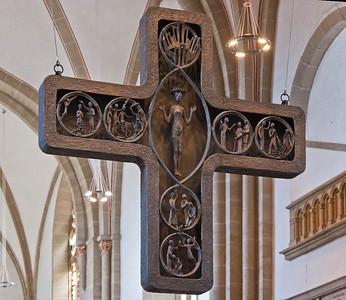 Herford, Münsterkirche, Kreuz von U. Henn, 1970