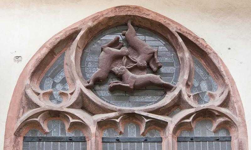 Paderborn, Dom, Hasenfenster im Kreuzgang