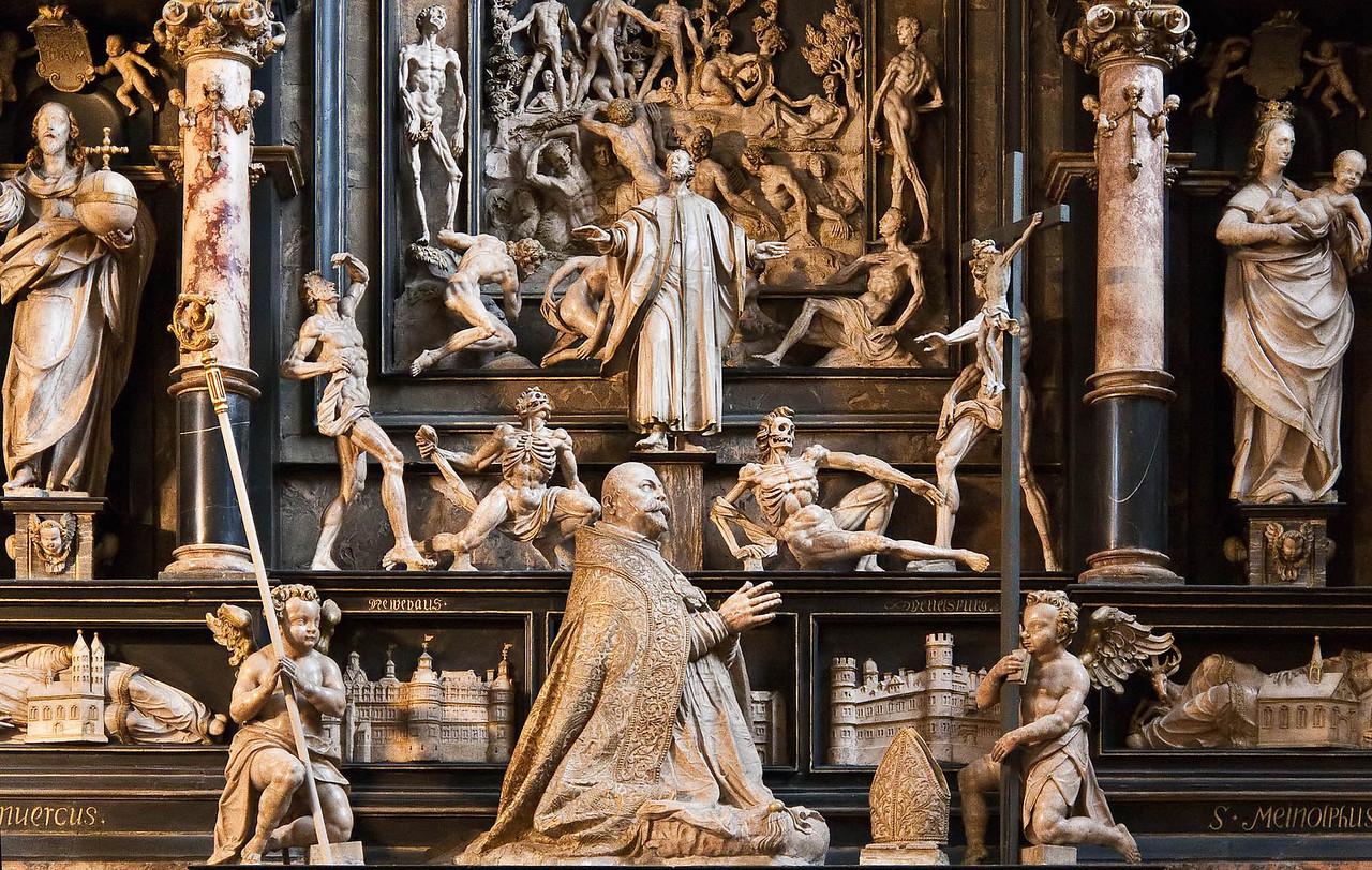 Paderborn, Dom, Grabmal des Fürstbischofs von Fürstenberg (1618) von Heinrich Gröninger