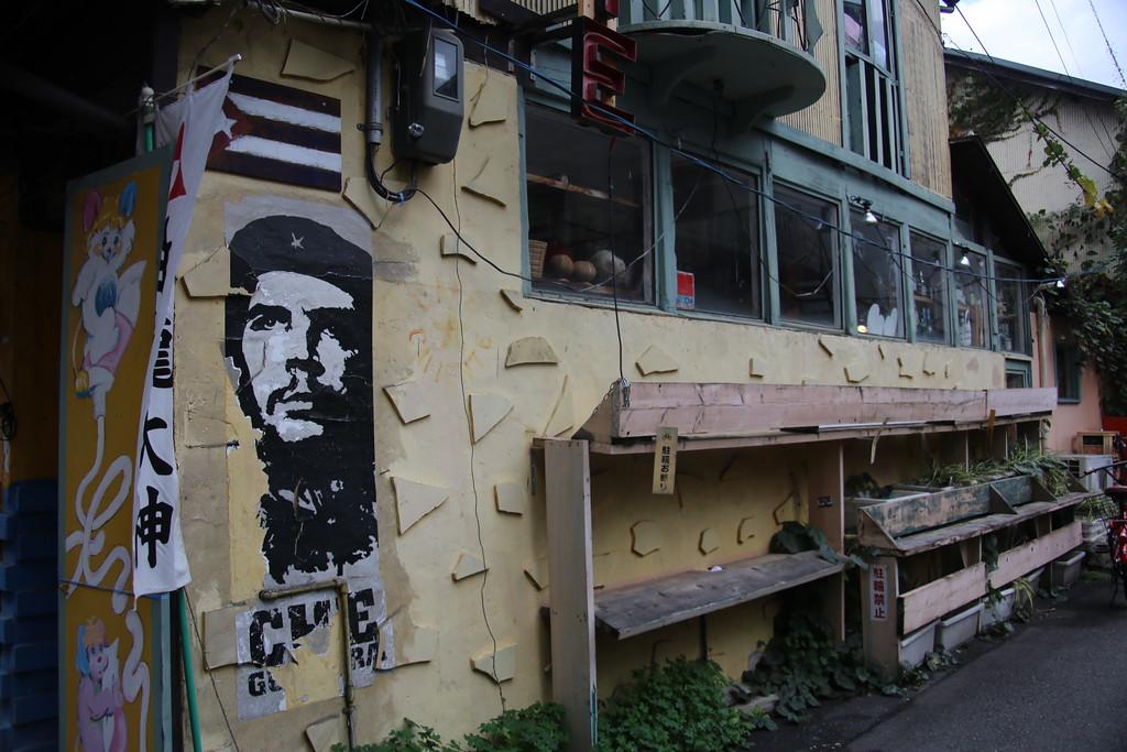 Che Guevara observes Nakazakicho's rapid transformation