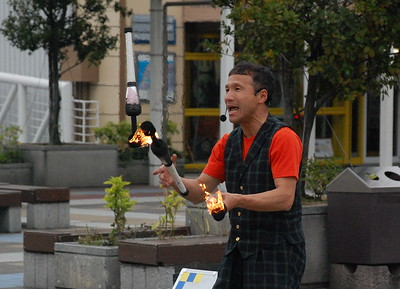 Street performer in Tempozan Harbor Village