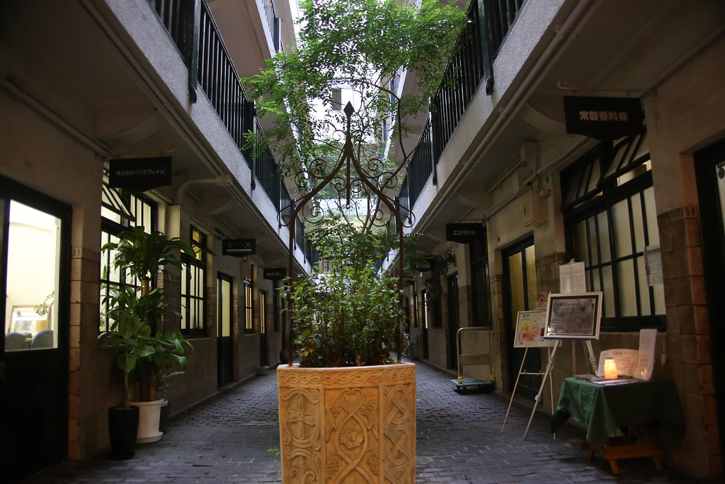 Senba building courtyard