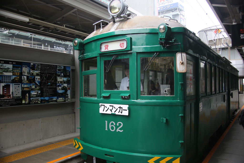 #162 prepares to depart Tennoji station.