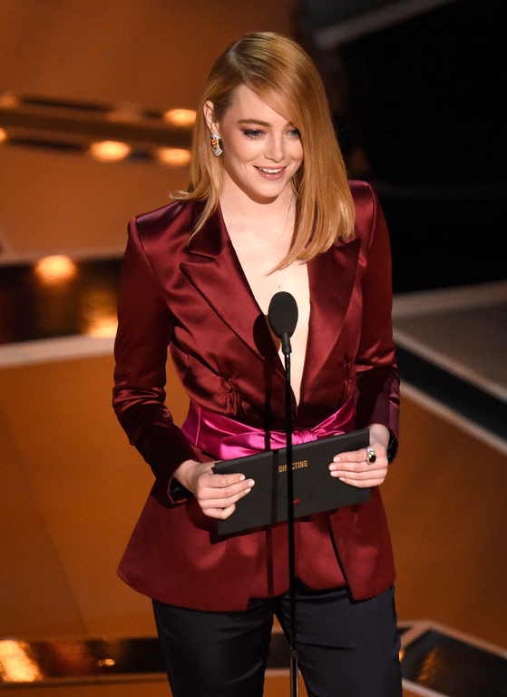. Emma Stone presents the award for best director at the Oscars on Sunday, March 4, 2018, at the Dolby Theatre in Los Angeles. (Photo by Chris Pizzello/Invision/AP)