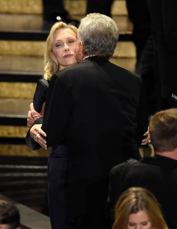 . Warren Beatty, right, kisses Faye Dunaway at the Oscars on Sunday, March 4, 2018, at the Dolby Theatre in Los Angeles. (Photo by Chris Pizzello/Invision/AP)