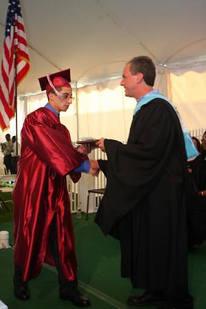 '09 Graduates Receive Their Diploma