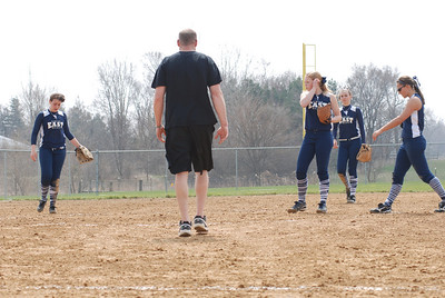 OE varsity softball 051