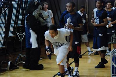 OE Basketball tip-off 046
