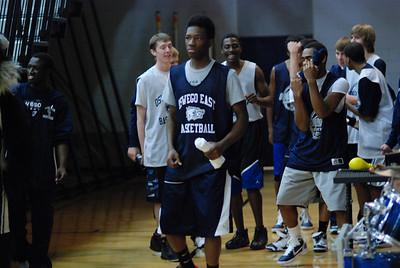 OE Basketball tip-off 051