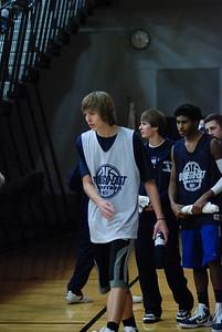 OE Basketball tip-off 068