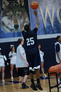 OE Basketball tip-off 090