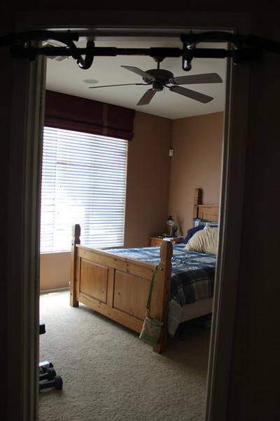 Master bedroom // pull up bar