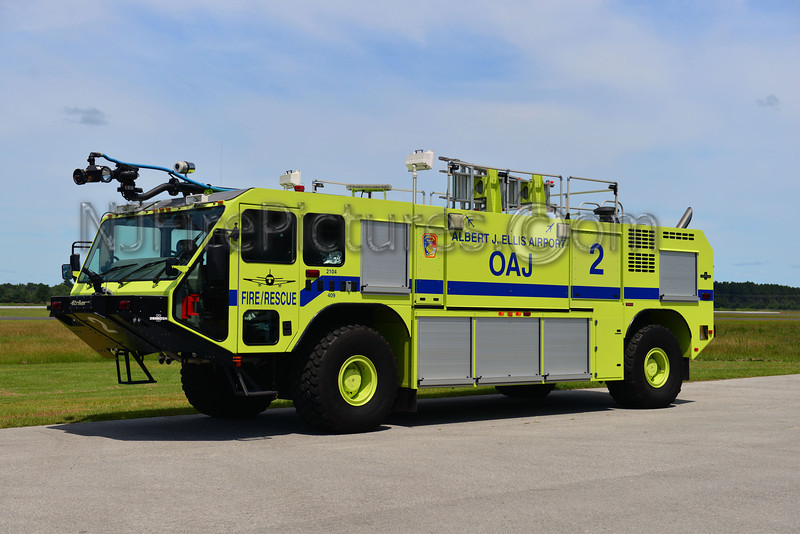 ALBERT J. ELLIS ARIPORT (ONSLOW COUNTY NC) CRASH 2 - 2006 OSHKOSH STRIKER 2000/1500/200F/500PKP
