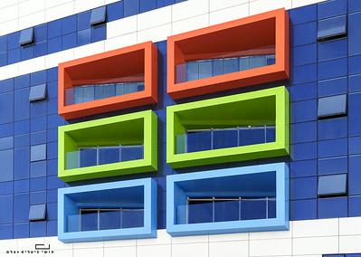 """צילום אדריכלות: חיפויי אלומיניום וטרקוטה של קבוצת ענק. מיון ילדים, בית חולים רמב""""ם, חיפה"""