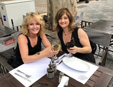 Laurie Kelley and Angie Forsyth enjoy a glass of Mendoza wine