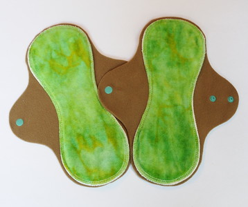 "TWO Regular Flow Comfort Contour Pads - ""sour apple"""