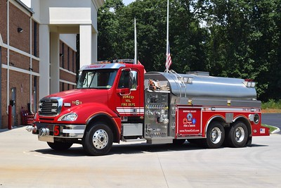 Tanker 5 is a 2006 Freightliner Columbia/S&S, 1000/2800, sn- 126095.