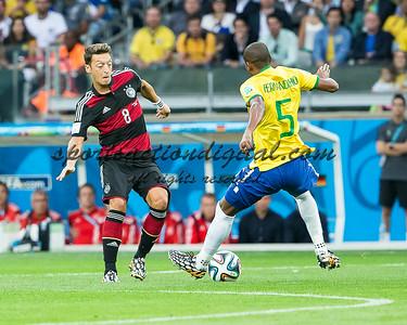 Dani Alves, Mesut Ozean