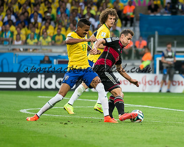 Luiz Gustavo, Miroslav Klose