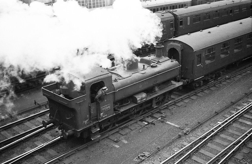 4694, shunting Exeter Central carriage sidings, Exeter Central, October 19, 1963.