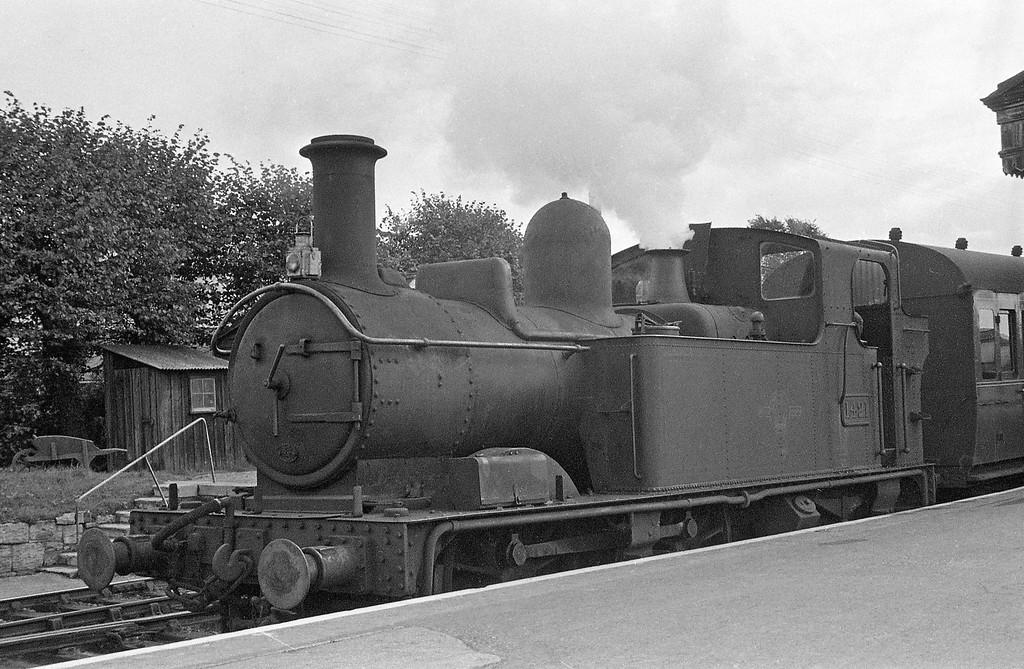 1421, Exeter St David's-Dulverton, Exe Valley branch platform, Exeter St David's, autumn, 1963.