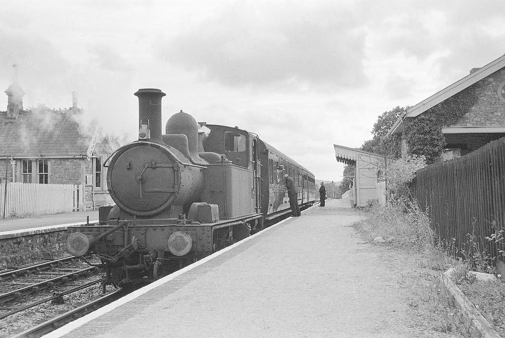 1421, Exeter St David's-Dulverton, Thorverton, near Exeter, autumn, 1963.