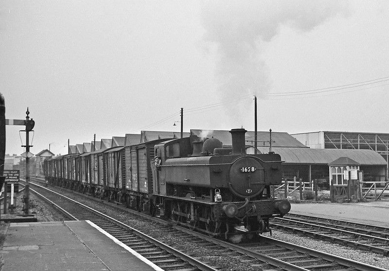 1628, westbound freight, Wrexham, August 14, 1965.